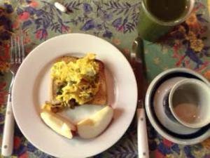 mushroom-egg toast w: apples & gr smoo