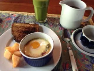 Flamenco eggs w: green smoothie