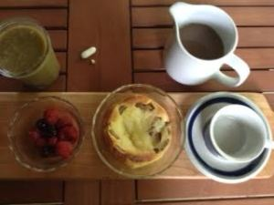 Toad in the Hole w: berries & Gr Smoothie