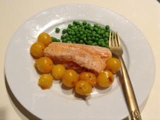 Roasted salmon w: yellow tomatoes & peas