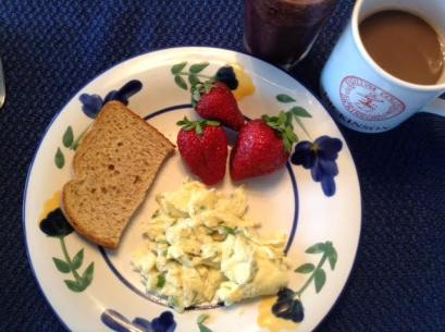 Herb scrambled eggs w: S-bs