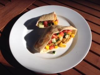 Falafel in pita w: veg