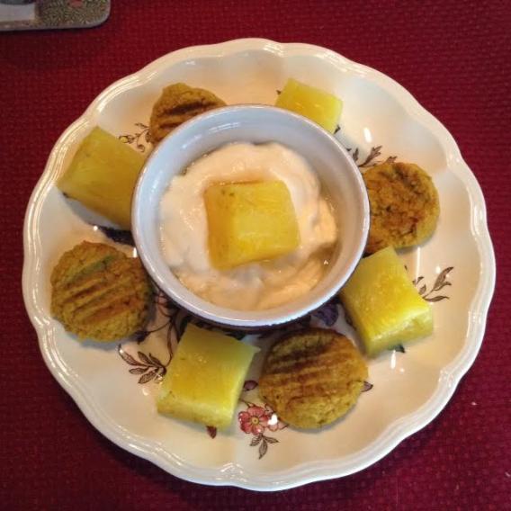 Felafel Plate w: Pineapple